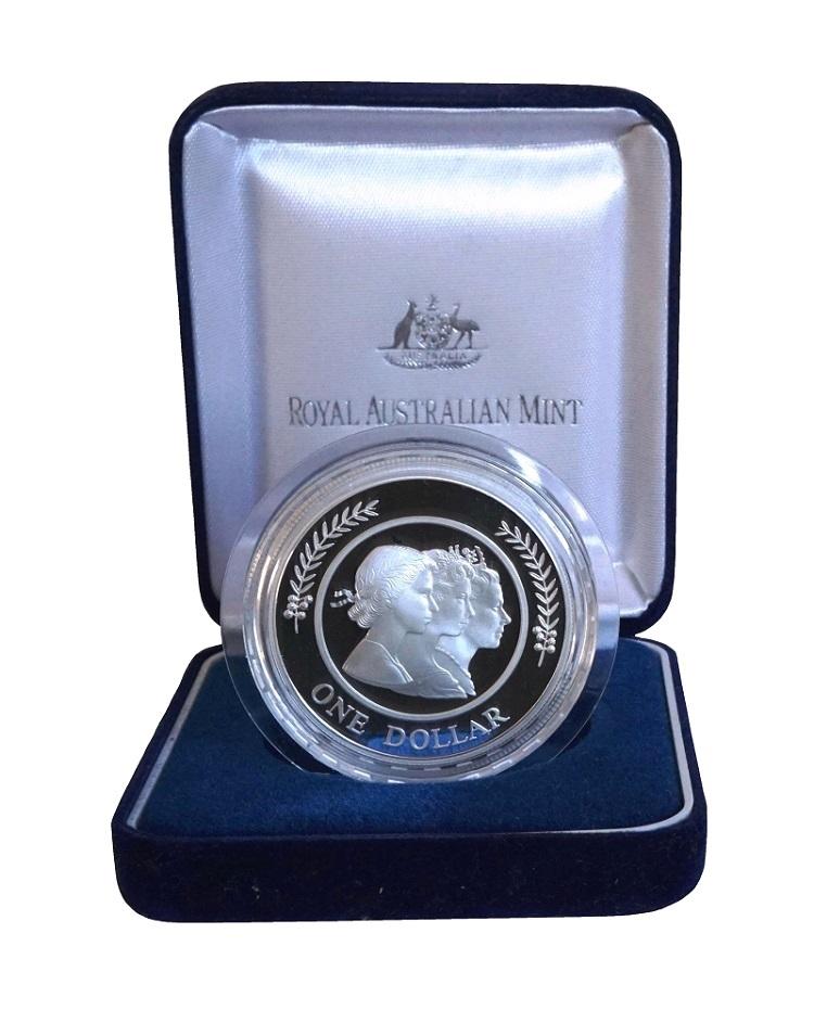 Australia, 1999 $1 One Dollar 'Three effigies of Queen Elizabeth II